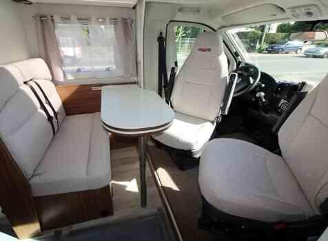 camping-car PILOTE P746  intérieur